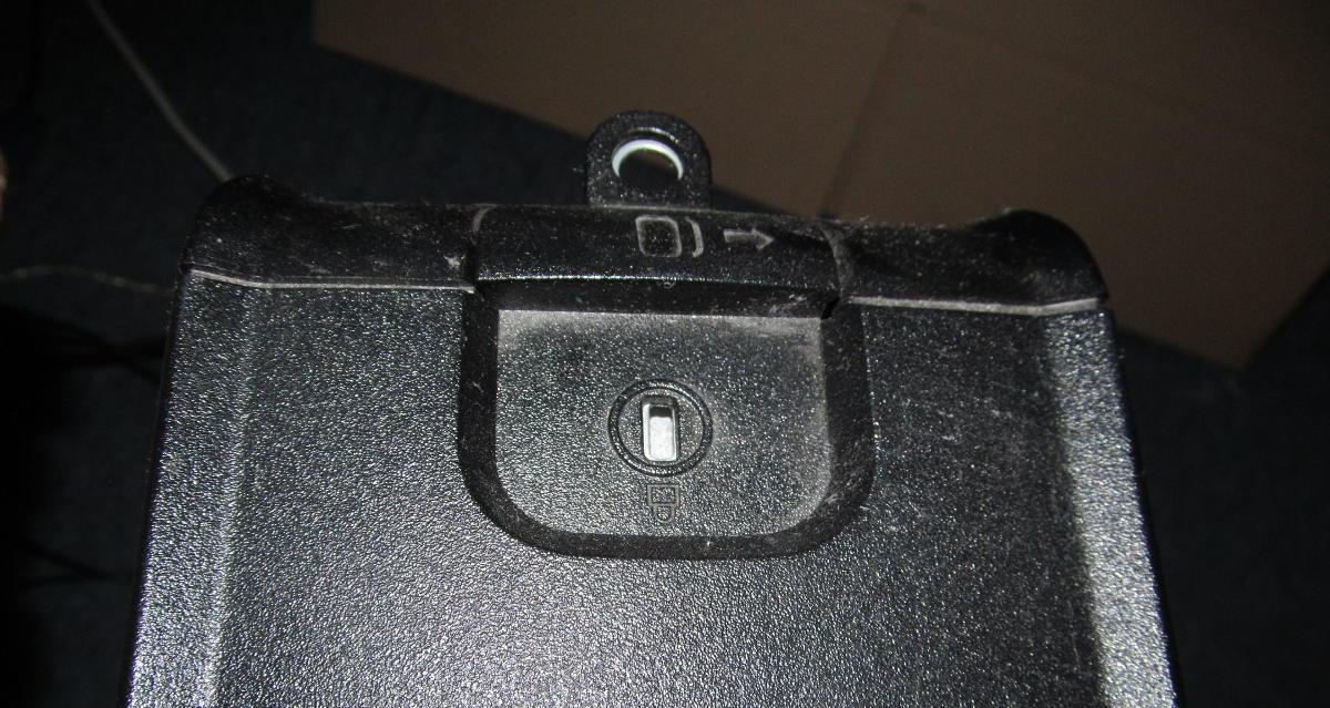 Miejsce na specjalny zamek na obudowie komputera Dell