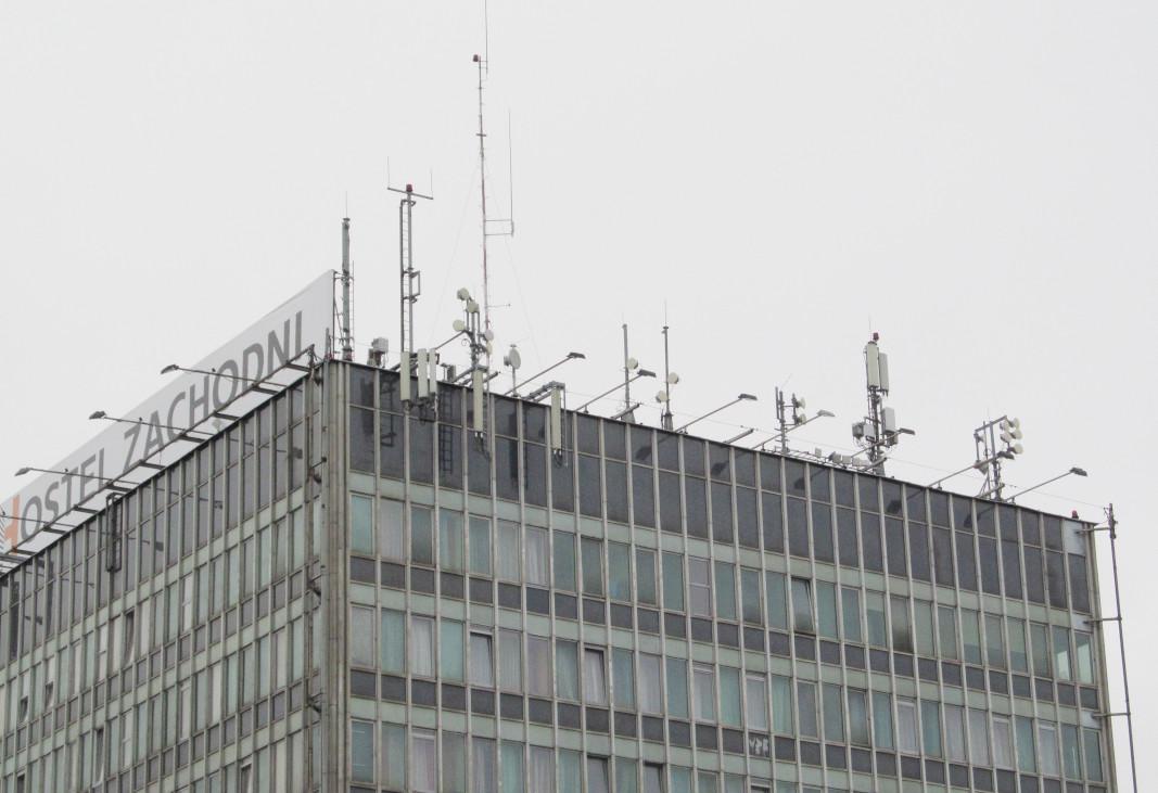 Anteny na dworcu zachodnim w Warszawie