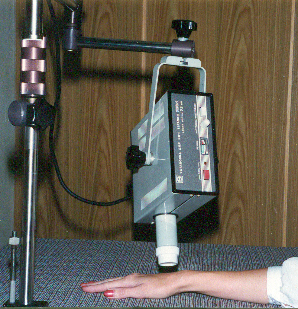 Sprzęt do terapii falami radiowymi (zdjęcie zapożyczone z wikimedia.org)